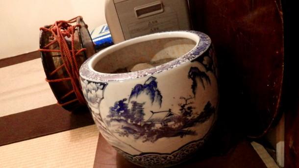 土蔵相模の火鉢と太鼓